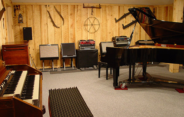 Hammond organ and Kawai grand piano